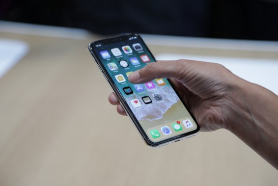 Cererea pentru iPhone X va fi substantiala, dar nu exceptionala