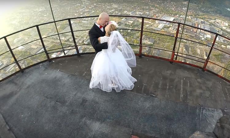 SOC: Nunta anului in Turnul Combinatului. Vezi imagini ametitoare (VIDEO)