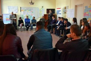 """Elevi ai Colegiului National """"Mihai Eminescu"""" Baia Mare, consilieri locali pentru o zi"""