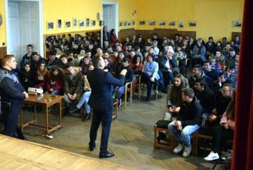 Politistii au discutat despre consecintele consumului de droguri cu elevii din Baia Sprie
