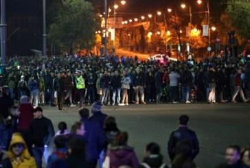 Protest Bucuresti – Peste 12.000 de oameni au ajuns in mars in Piata Universitatii