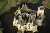 O colecta de 600.000 de euro pe Internet a salvat un castel in Franta