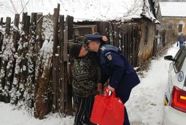 Daruri oferite de politistii baimareni in prag de Craciun