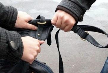 Tanar care a sustras geanta unei femei, identificat si cercetat de politistii din Sighetu Marmatiei