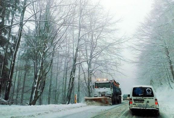 Pregatiri pentru iarna, in Maramures: Situatia contractelor de deszapezire trebuie prezentata pana la 15 octombrie
