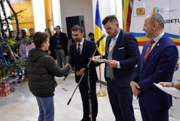 184 de elevi, 150 de profesori, 30 de sportivi si 24 de antrenori au fost recompensati de Consiliul Judetean pentru performantele remarcabile