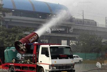 Autoritatile de la New Delhi incearca sa combata poluarea din oras cu un pulverizator urias