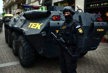 Transportoare blindate pe strazile Budapestei pentru securitatea targurilor de Craciun