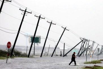 """Ploile torentiale produse de uraganul Harvey au """"cantarit 127 de miliarde de tone"""""""