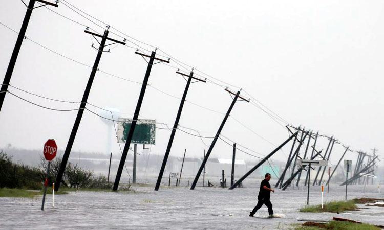 Ploile torentiale produse de uraganul Harvey au ''cantarit 127 de miliarde de tone''