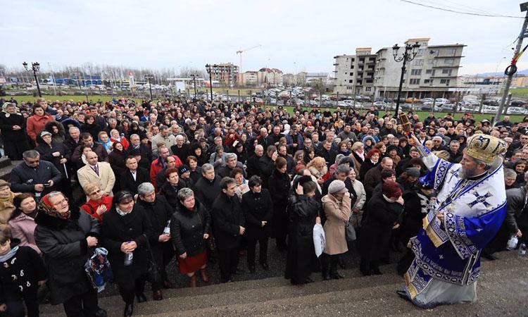 Boboteaza: Mii de baimareni la Catedrala Episcopala din Baia Mare