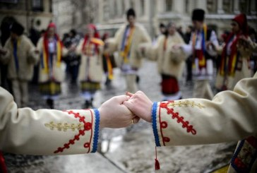 Unirea Principatelor: Maramuresenii incing Hora Unirii, in localitatile din judet