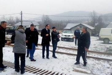 Autoritatile judetene sustin amenajarea trecerii de cale ferata in localitatea Ticau