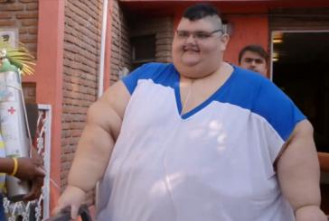 """Un fost detinator al titlului de """"cel mai greu om din lume"""" a slabit aproape 250 de kilograme"""