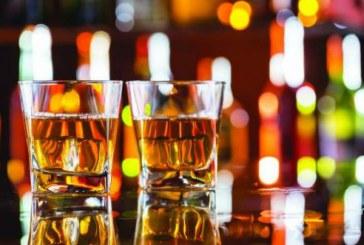Politistii au confiscat alcool in valoare de 8.000 de lei si au suspendat activitatea unei societati comerciale din Targu Lapus