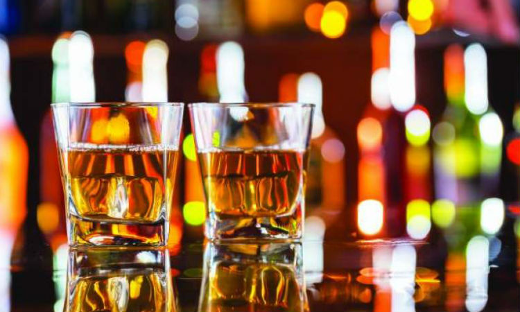 India - Peste 100 de persoane au murit in weekend dupa ce au consumat alcool contrafacut