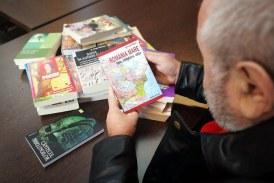 Omagiu limbii materne:Deputatul Durus, donatie de carte pentru elevii din Apsa de Mijloc (FOTO)