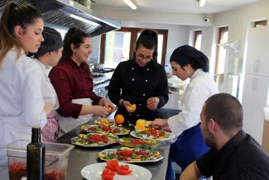 Primavara, adusa in bucataria Restaurantului Social ASSOC de elevii si profesorii unei scoli culinare din Italia