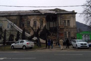 Dezastru: O parte dintr-o cladire din Baia Mare s-a prabusit (FOTO)