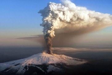 Muntele Etna, cel mai celebru vulcan european, aluneca in mare