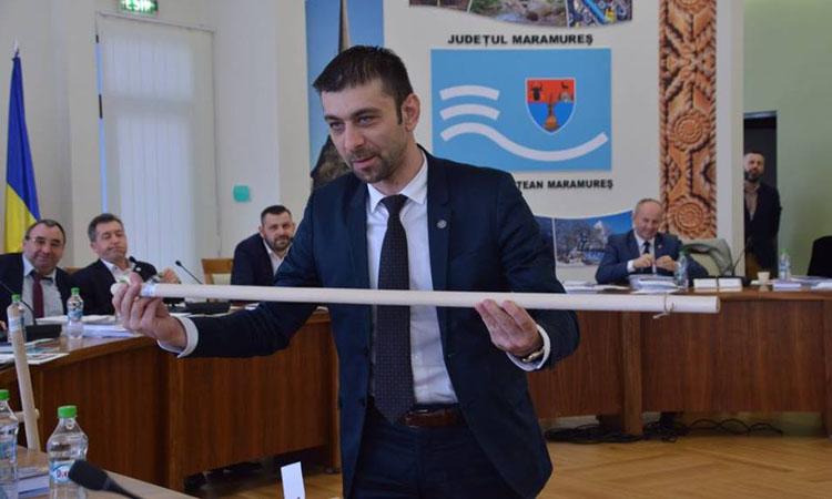 """Presedintele PSD Maramures a oferit cate o """"ramura de maslin"""" consilierilor judeteni liberali"""