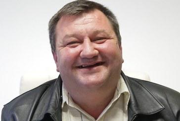 UPDATE: Prins cu minciuna, primarul din Repedea a scos masina comunei din propriul garaj si a dus-o in fata Primariei