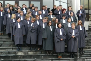 UPDATE: Protest al grefierilor baimareni in fata Palatului de Justitie