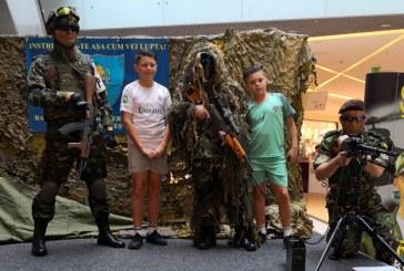 """""""Armata in Mall"""": Baimarenii au putut interactiona cu militari profesionisti"""