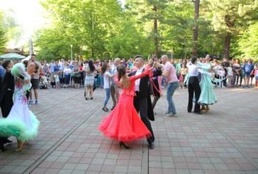 Ziua Mondiala a Dansului sarbatorita prin medalii la concurs si dans in aer liber