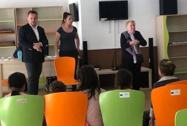 "Fundatia ""Liviu Marian Pop"" a oferit incaltaminte noua la 35 de copii (FOTO)"