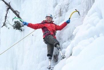 Un chinez cu picioarele amputate a reusit sa-si indeplineasca visul de a cuceri varful Everest