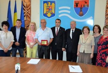 Directorul executiv Cornel Savoiu, omagiat de conducerea Prefecturii