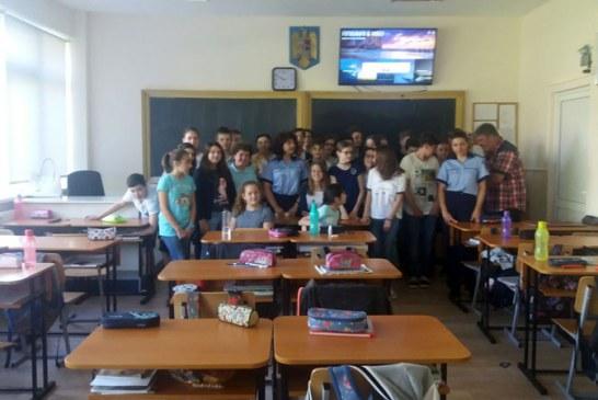 Politistii, discutie despre droguri cu elevi baimareni