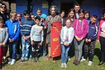 Elevi romi prezenti la Festivalul Dacilor