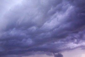 Meteo: Vreme racoroasa, averse si descarcari electrice in Carpatii Meridionali si de Curbura, in Transilvania, Oltenia si Muntenia