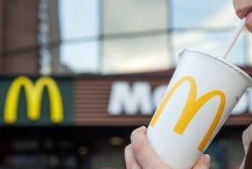 McDonald's refuza sa renunte la paiele din plastic in localurile sale