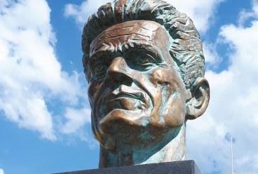 Bustul lui Gheza Vida, amplasat in Parcul Central din Baia Mare (FOTO)