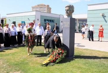 Bustul lui Vida Gheza, dezvelit in prezenta Mitropolitului Clujului