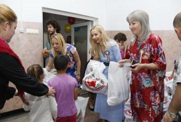 Fundatia Liviu Marian Pop a oferit 200 de pachete elevilor de la Scoala Gimnaziala Speciala Baia Mare (FOTO)