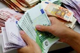 Euro urca spre 4,77 lei