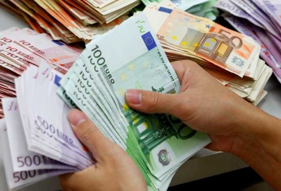 Euro stagneaza de doua saptamani la 4,75 lei