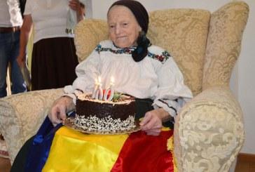Cinci maramureseni nascuti in 1918, felicitati de prefect si sefii MAI din judet (FOTO)