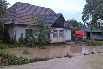 70 de gospodarii inundate la Salistea de Sus