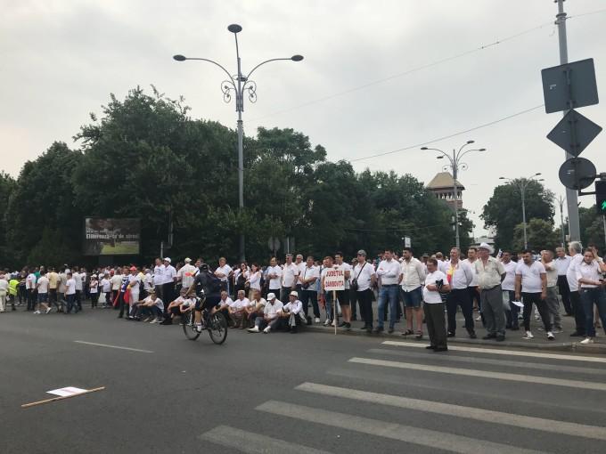 LIVE - MITING PSD-ALDE: Oamenii se aduna in Piata Victoriei (VIDEO)