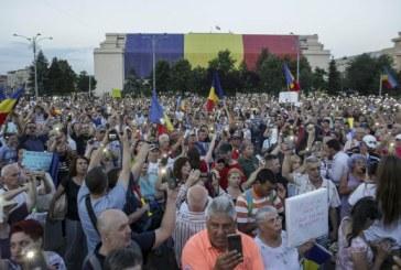 Peste 2.000 de oameni protesteaza in Bucuresti. Manifestantii cer demisia lui Liviu Dragnea (VIDEO)