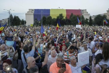 Noi proteste in Capitala si in tara. Cateva mii de persoane s-au adunat in Piata Victoriei (VIDEO)