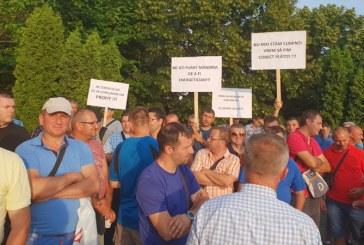 Cer salarii mai mari: Peste 140 de angajati ai Electrica Maramures au protestat la Cluj (FOTO)