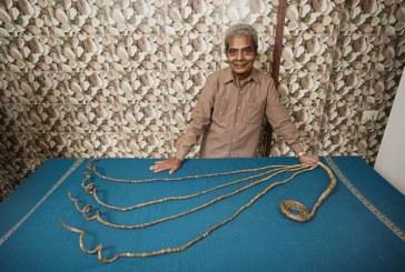 Barbatul cu cele mai lungi unghii din lume si le-a taiat si le-a expus la muzeu