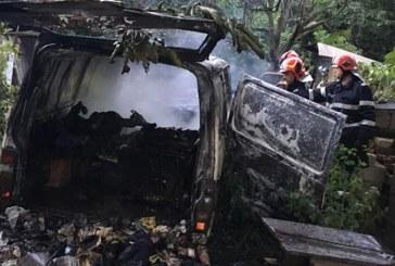 Tautii Magheraus: O persoana a murit intr-o masina care a luat foc