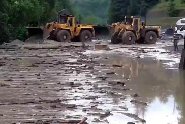 Populatia, lovita de inundatii: C. J. risipeste fondul de rezerva pe spectacole campenesti